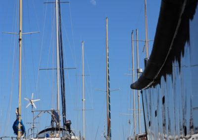 bateaux stationnés le port à sec de tout pour le bateau